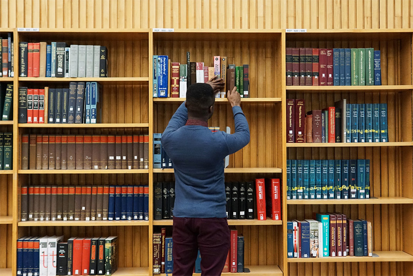 Student browses library shelves